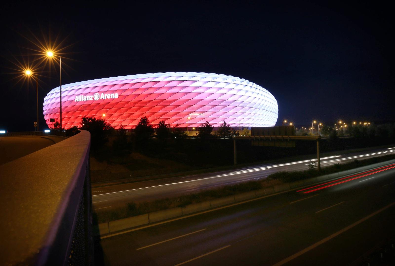 Neu in der Allianz Arena: Beleuchtung, Hawk-Eye, Spuckschutz | FC Bayern