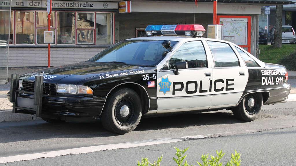 blaulicht und sirene polizei stoppt us cops in l denscheid auto. Black Bedroom Furniture Sets. Home Design Ideas