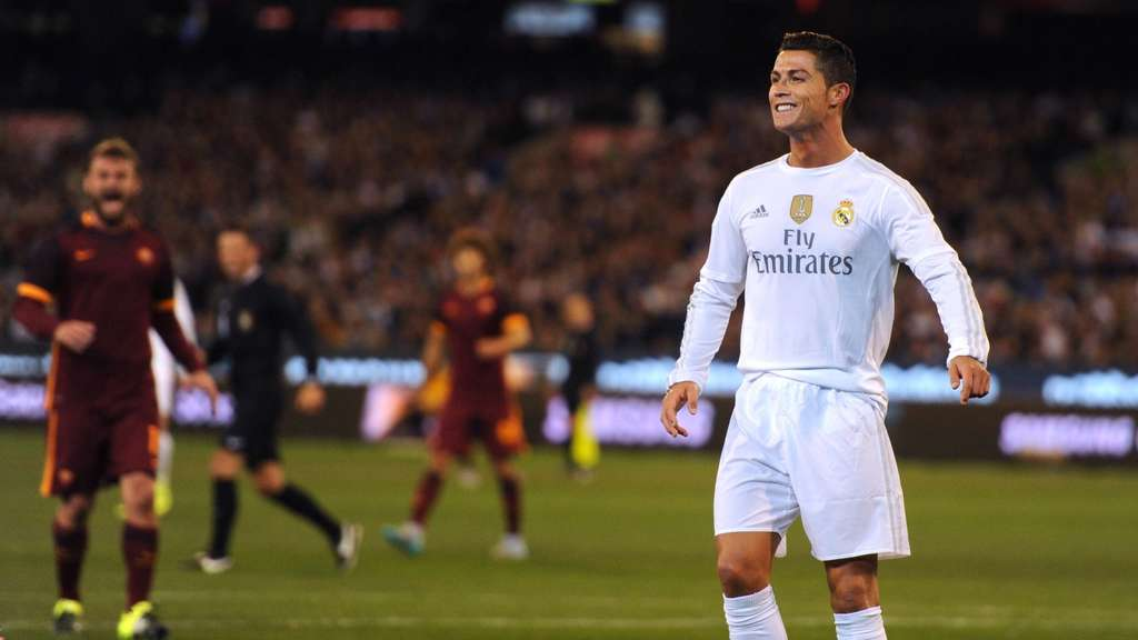 Real Madrid&#39s forward Cristiano Ronaldo reacts during the International Champions Cup football match between Real Madrid and AS Roma in Melbourne on July 18, 2015. AFP PHOTO / Mal FAIRCLOUGH -- IMAGE RESTRICTED TO EDITORIAL USE - STRICTLY NO COMMERCIAL USE