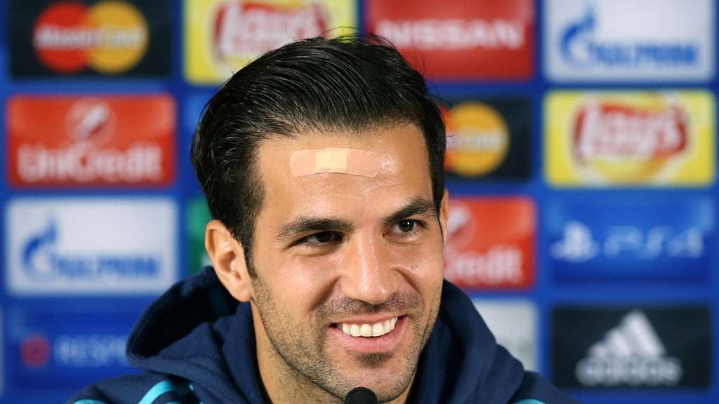 epa04954814 Chelsea&#39s Cesc Fabregas smiles during a press conference at Dragao stadium in Porto, Portugal, 28 September 2015. Chelsea will face FC Porto in the UEFA Champions League group G soccer match on 29 September. EPA/ESTELA SILVA +++(c) dpa - Bildfunk+++