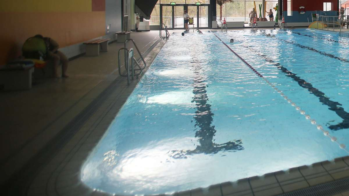 pfefferspray einsatz in schwimmbad polizei ermittelt welt. Black Bedroom Furniture Sets. Home Design Ideas