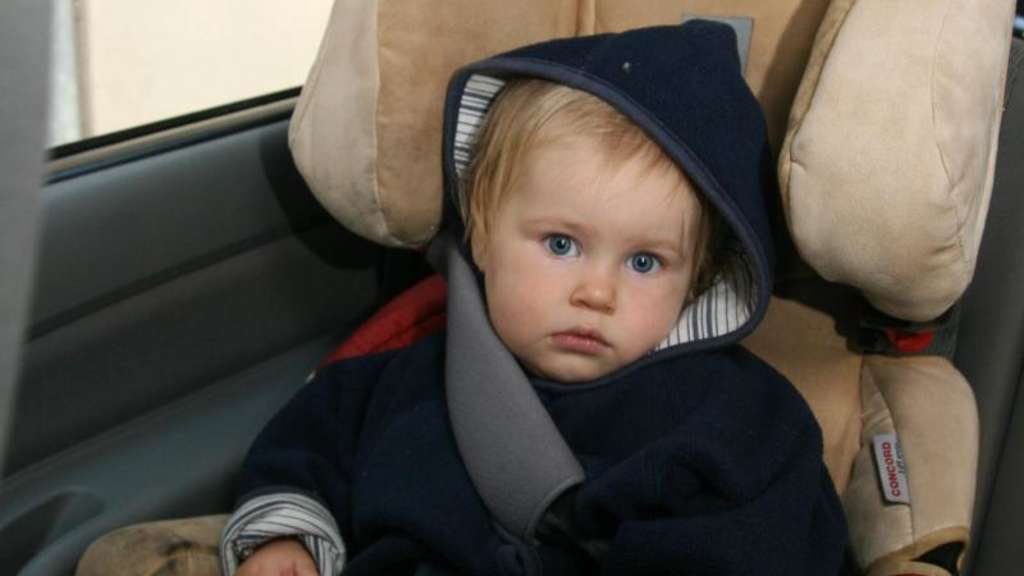 autofahren mit kindern hintere fensterheber abschalten auto. Black Bedroom Furniture Sets. Home Design Ideas