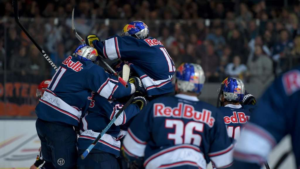 MUNICH,GERMANY,15.APR.16 - ICE HOCKEY - DEL, Deutsche Eishockey Liga, Play Off, final, EHC Red Bull Muenchen vs Grizzly Adams Wolfsburg. Image shows the rejoicing of RB Muenchen. Photo: GEPA pictures/ Florian Ertl - For editorial use only. Image is free of charge.