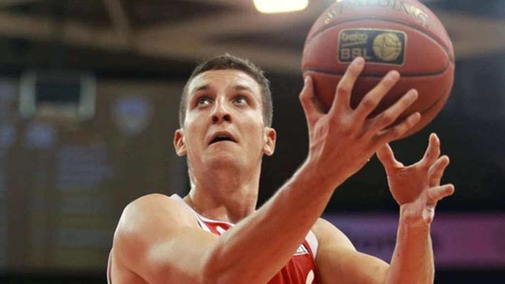 Paul Zipser ( FC Bayern )Beko BBL Basketball Bundesliga : FC Bayern Basketball - OldenburgSaison 2015/2016Copyright by : sampics PhotographieBierbaumstrasse 681243 MünchenTEL.: ++49/89/82908620 , FAX : ++49/89/82908621 , E-mail : sampics@t-online.deBankverbindung : Hypovereinsbank München Konto : 1640175229 , BLZ 70020270IBAN : DE78700202701640175229 BIC HYVEDEMMXXXweitere Motive finden sie unter : www.augenklick.de