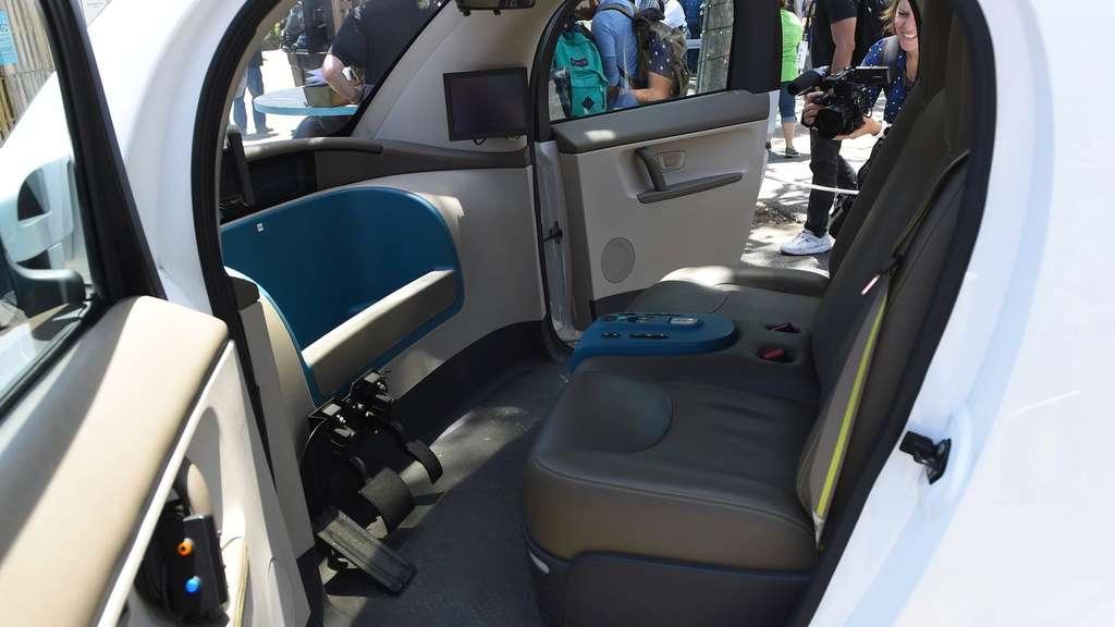 Google-Auto: Erste Fotos vom Cockpit - Innenraum des ... | {Auto cockpit straße 68}