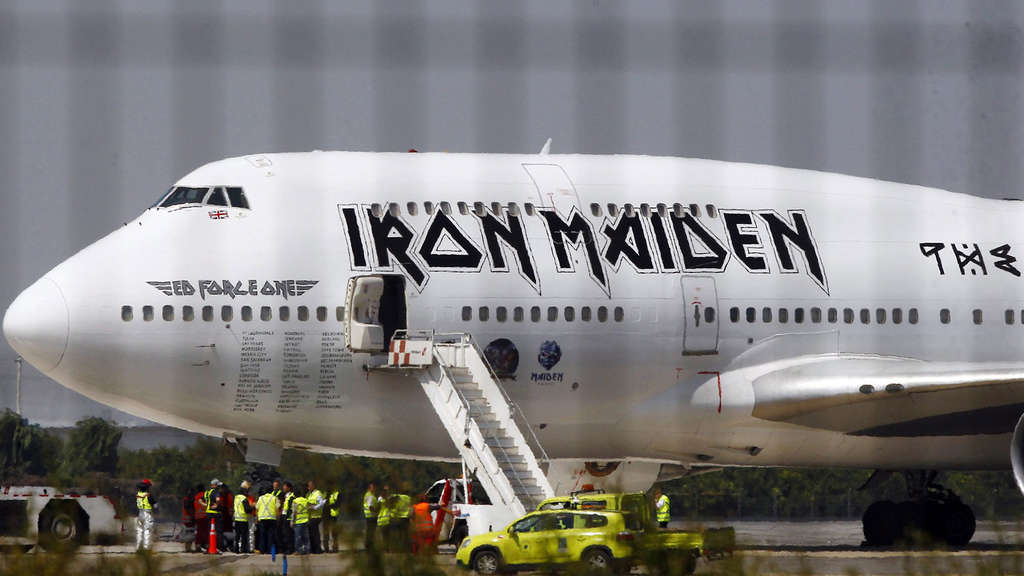 rockavaria iron maiden landet am samstag mit eigenem flugzeug ed force one am flughafen region. Black Bedroom Furniture Sets. Home Design Ideas