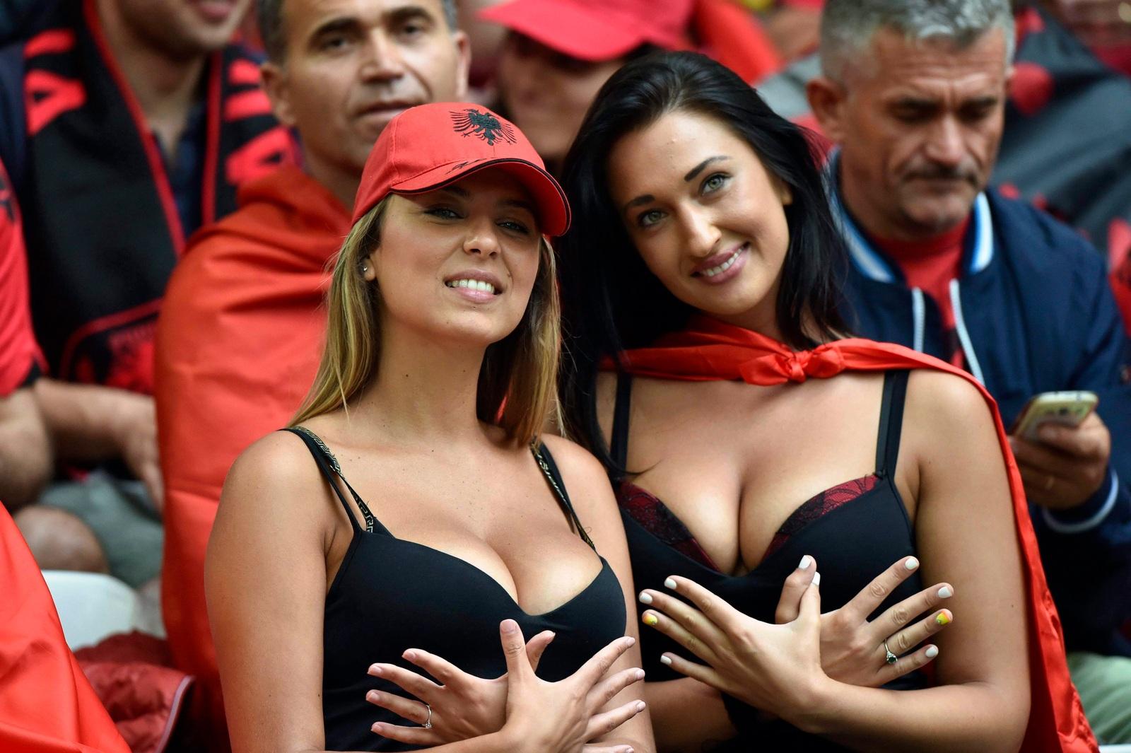 Frauen nackt albanische Türkisch: 7,151