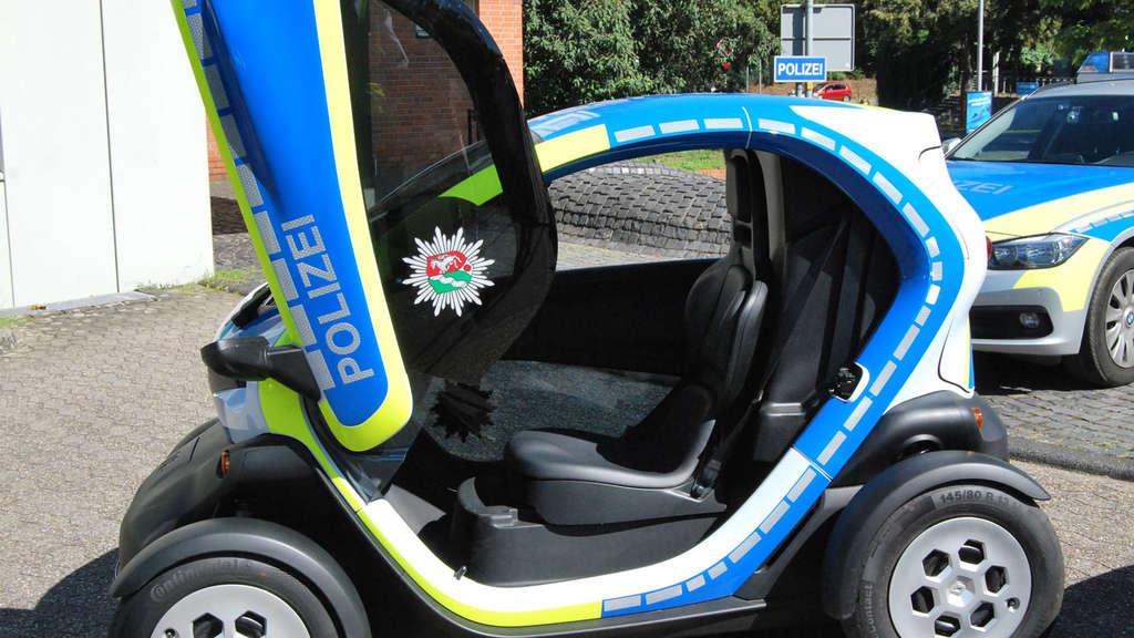 renault twizy im polizei look auto. Black Bedroom Furniture Sets. Home Design Ideas