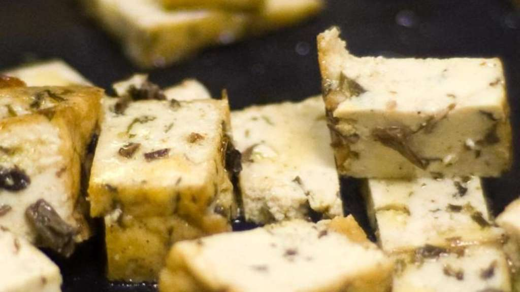 tofu besteht aus gequetschten sojabohnen gastro. Black Bedroom Furniture Sets. Home Design Ideas