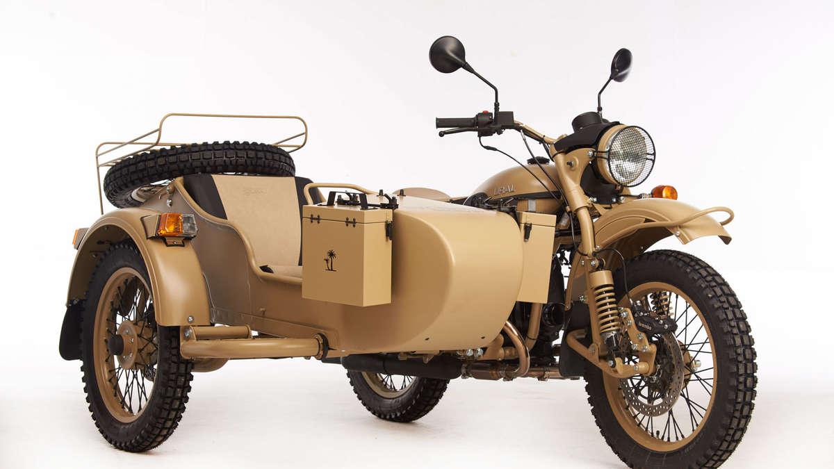 ural pustinja ii limitiertes sondermodell hat ein fl schchen wodka im erste hilfe kasten motorrad. Black Bedroom Furniture Sets. Home Design Ideas