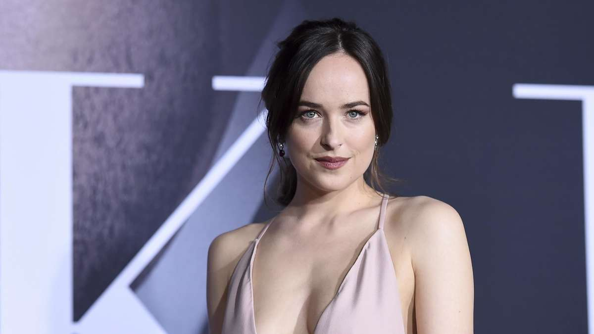 fifty shades star dakota johnson im interview stars. Black Bedroom Furniture Sets. Home Design Ideas