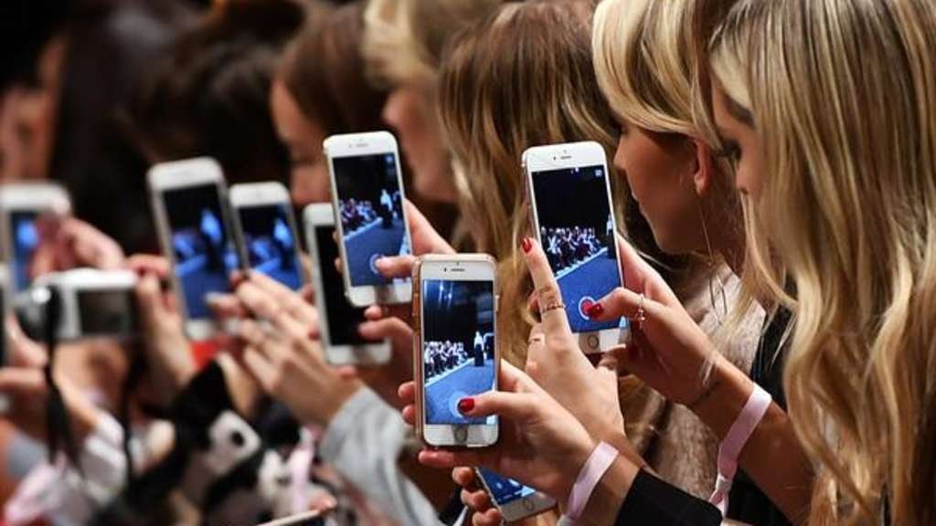 Berlin Fashion Week - Smartphones