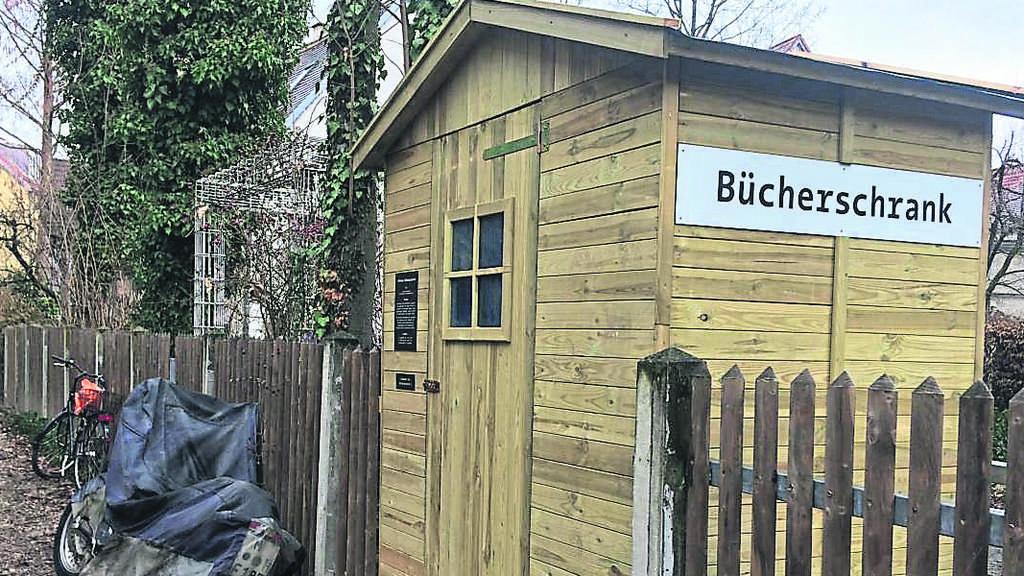 neuer b cherschrank in der au au haidhausen. Black Bedroom Furniture Sets. Home Design Ideas