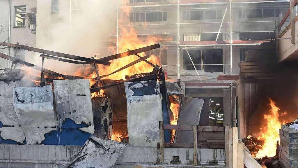 Container Wohnung mehrere brände container in flammen frau rettet sich aus wohnung