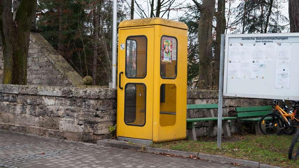 Telefonzellen als Bücherschränke | Feldmoching-Hasenbergl
