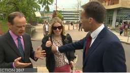TV-Eklat um Reporter: Busen-Grabscher bei Live-Interview