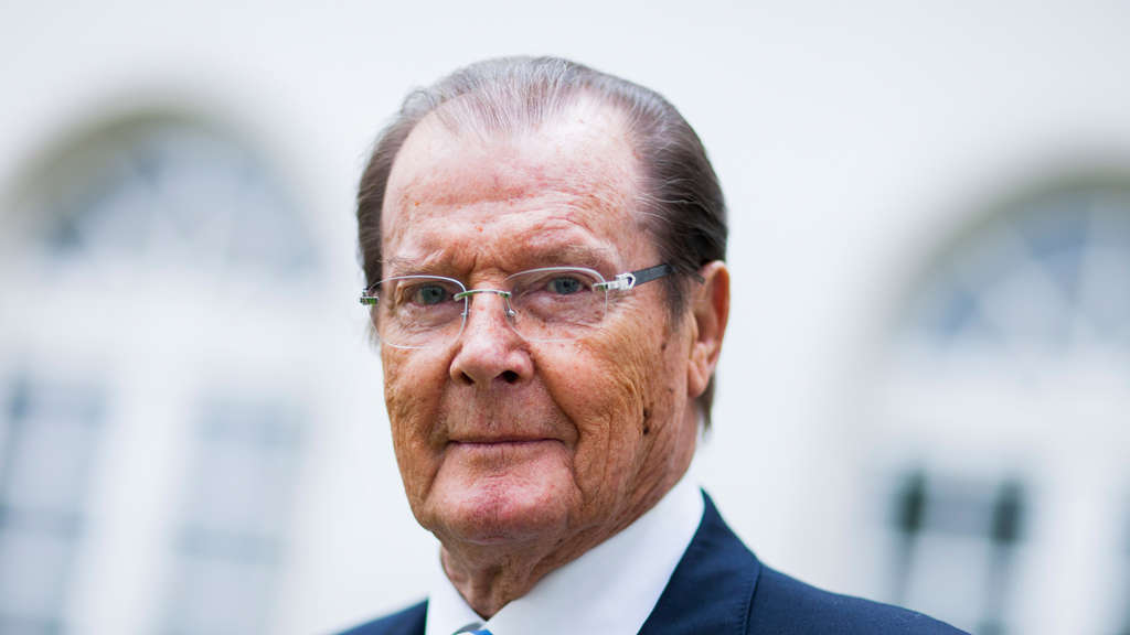 roger moore ist tot james bond darsteller an krebs gestorben stars. Black Bedroom Furniture Sets. Home Design Ideas