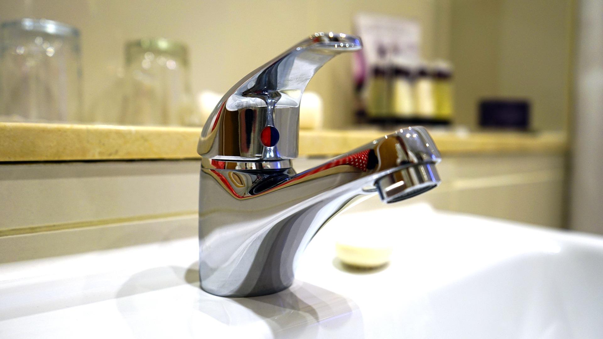Extrem Grünspan entfernen: So erstrahlt Ihr Wasserhahn wieder wie neu FJ62