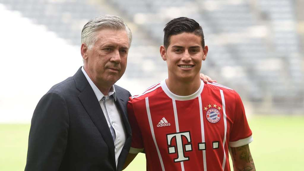 Carlo Ancelotti (links) mit Neuzugang James.