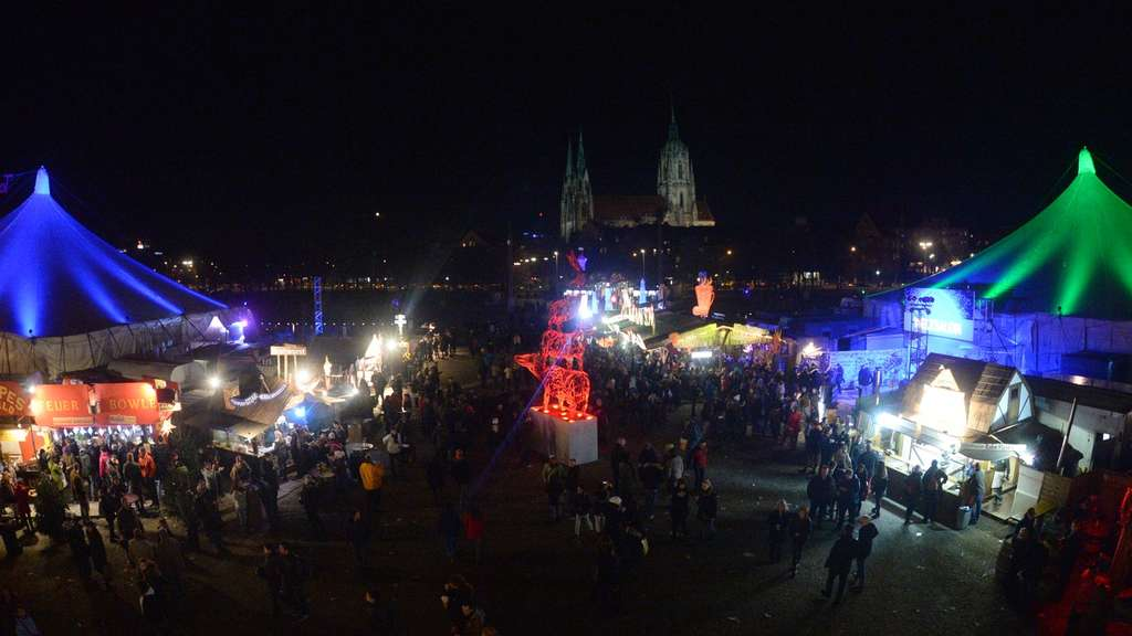 Winter-Tollwood auf der Theresienwiese.
