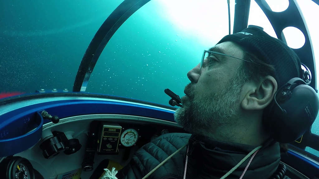 Expedition in 270 Metern Tiefe: Javier Bardem in einem U-Boot.