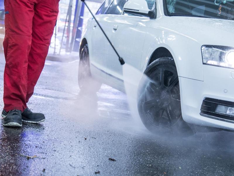 Lederlenkrad Reinigen So Pflegen Sie Es Richtig Mit Hausmitteln Auto