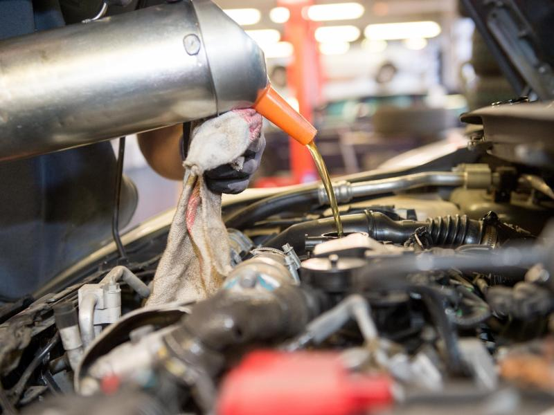 Fußboden Im Auto Nass ~ Autoteppich reinigen so werden sie verschmutzungen los auto
