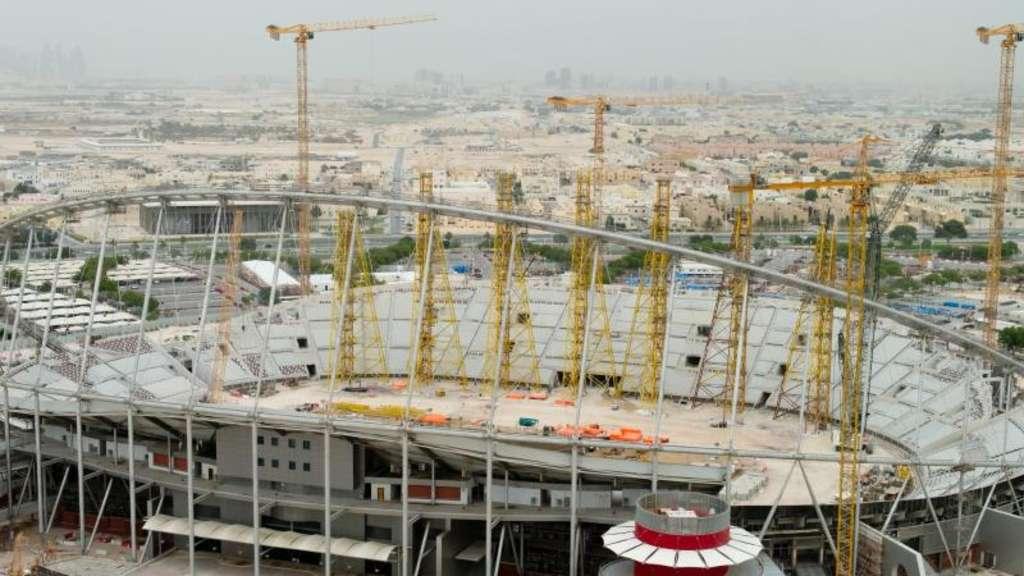 Arbeiter Auf Stadien Baustellen In Katar Werden Entschadigt