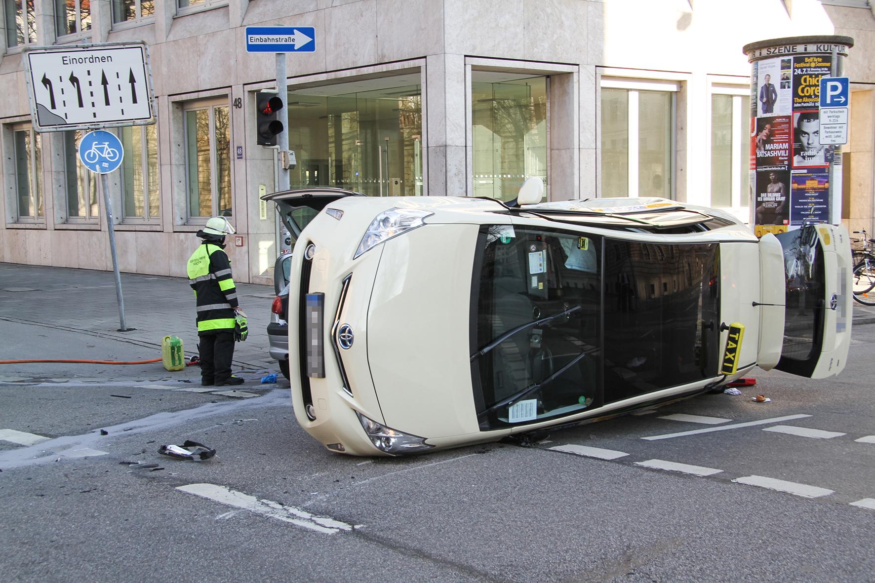München: Schlimmer Taxi-Unfall - jetzt ist klar, wie es dazu kam ...