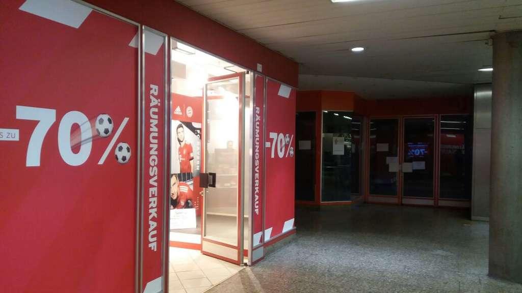 FC Bayern München Fanshop: Räumungsverkauf am Hauptbahnhof