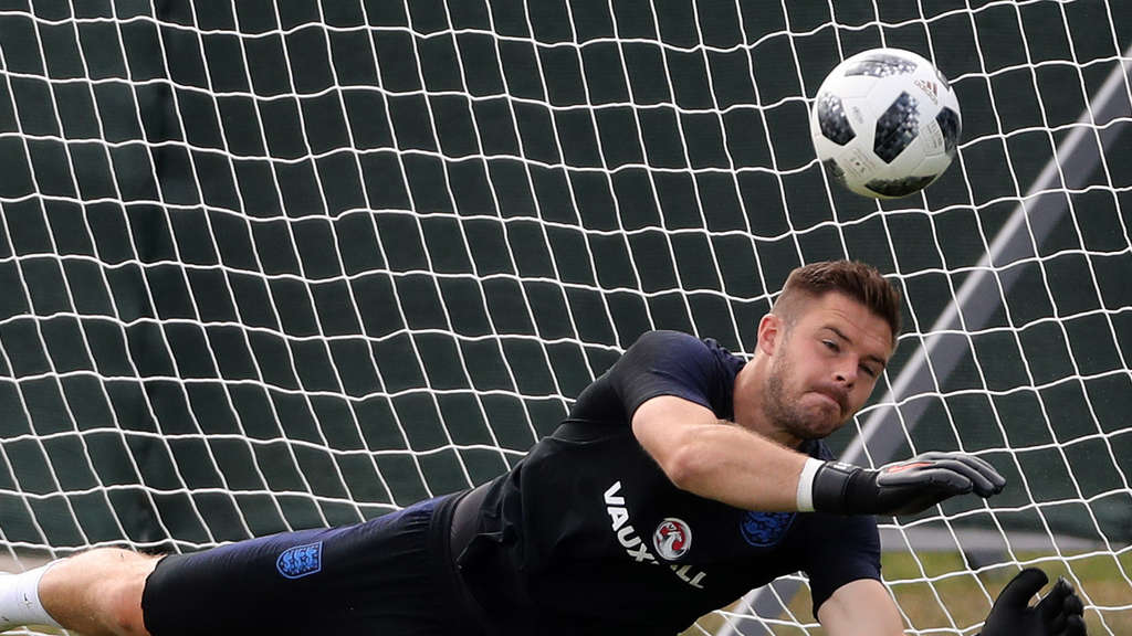 Englands Torwart Jack Butland in Aktion.