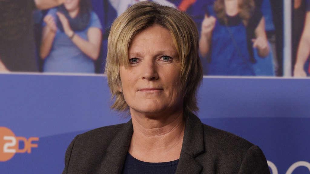 Claudia Neumann Fussball Fans Wuten Gegen Wm Reporterin Vom