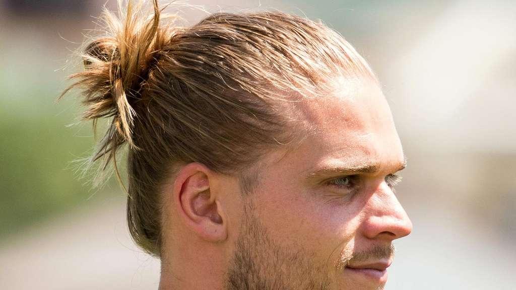 Rurik Gislason (links) Wird Bereits Als Schönster Spieler Der WM 2018  Gehandelt.