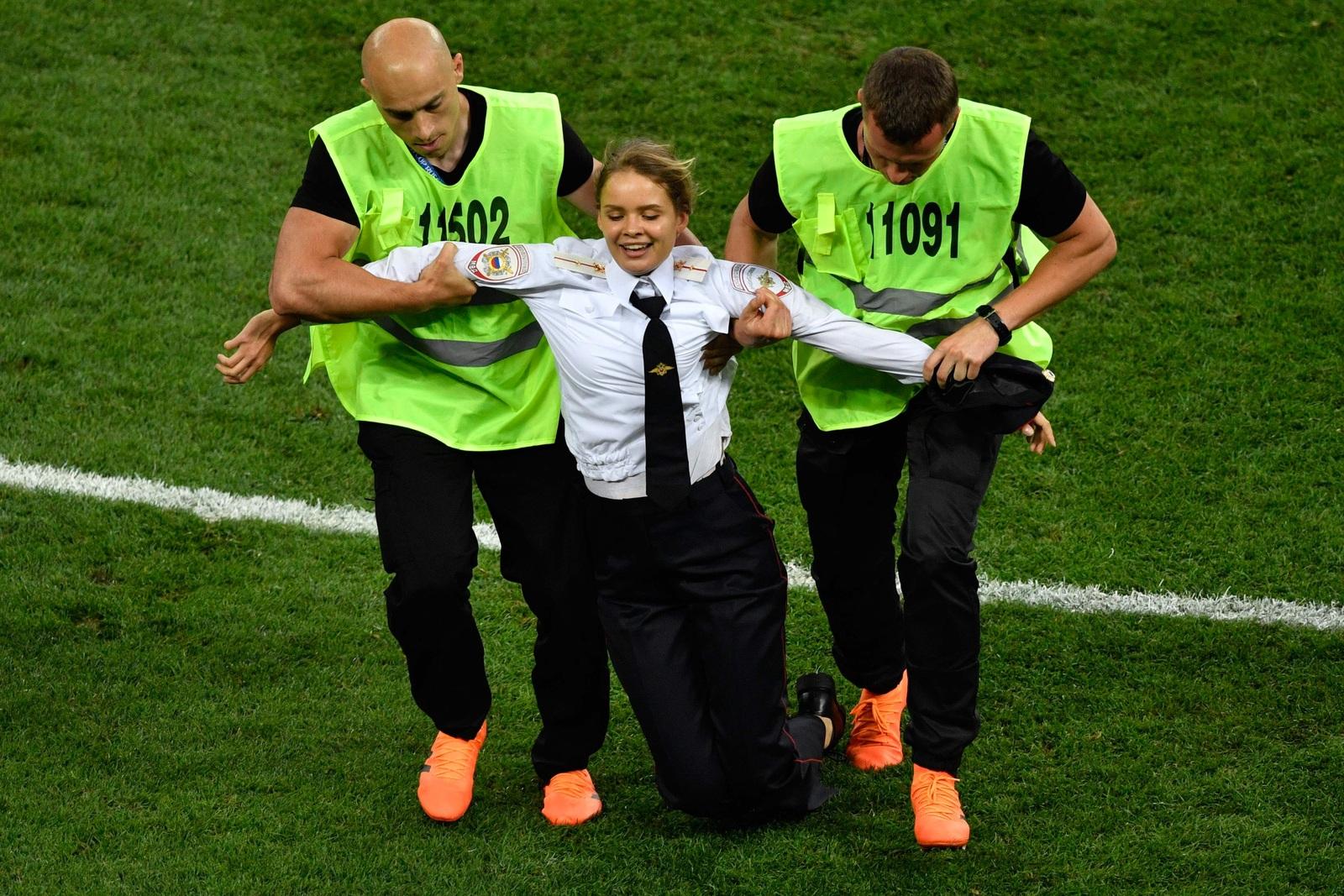 Dpa Aaron Chown Fusball Wm  Finale Frankreich Gegen Kroatien Flitzer Riot