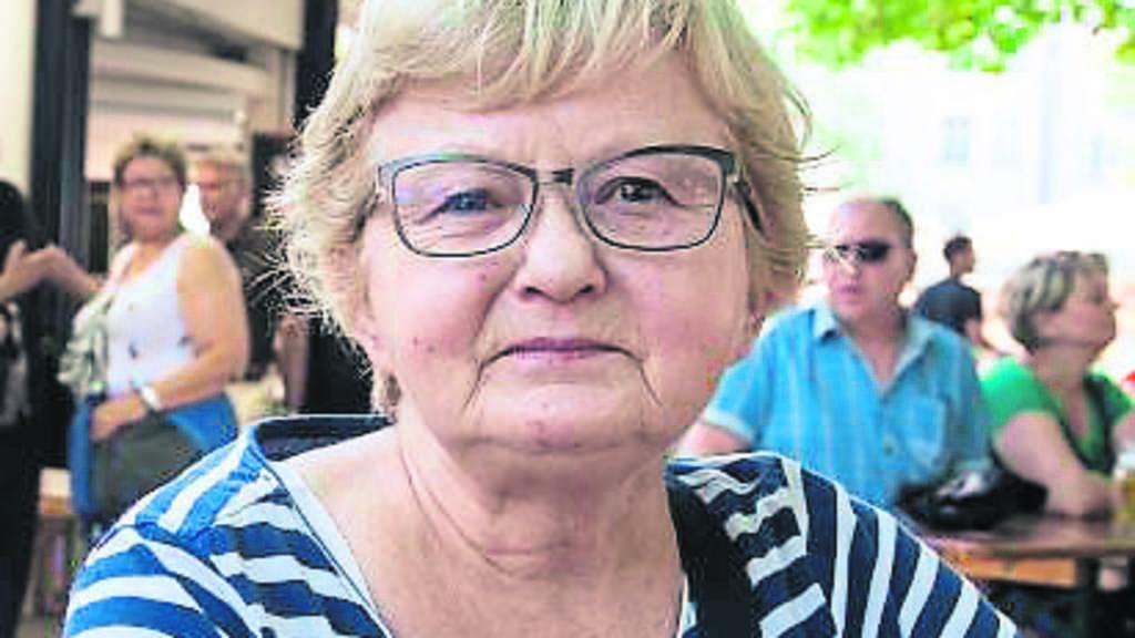 Ich habe 45 Jahre lang als Physiotherapeutin gearbeitet – und tue das auch heute noch, obwohl ich seit einem Jahr schon in Rente bin. Man kann zwar mit der Rente auskommen, aber ein Auto und Wochenendausflüge würden ohne meinen Mini-Job wegfallen.Ich habe wirklich Glück, dass mir mein Job Spaß macht… Doris Groß (64), Rentnerin