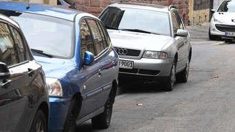 Unbekannter Fährt Auto An Und Hinterlässt Unverschämten