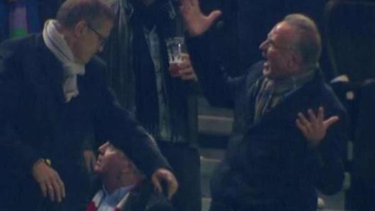 Cheeky beer shower of BVB fans: see Hoeneß and Rummenigge red