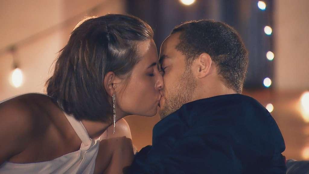 der erste kuss wie