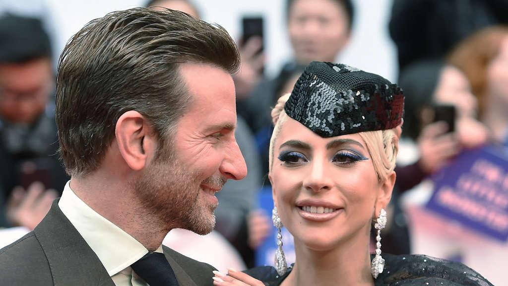 064551d83 Lady Gaga und Bradley Cooper doch ein Paar? Auftritt heizt ...