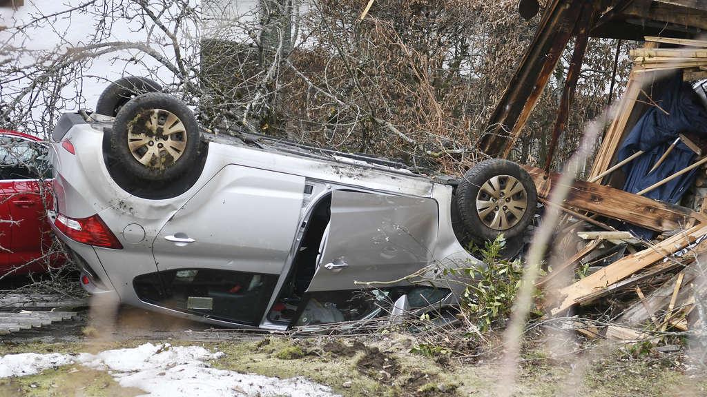 Gmundbayern Bremsen Von Hyundai Versagen Auto überschlägt Sich