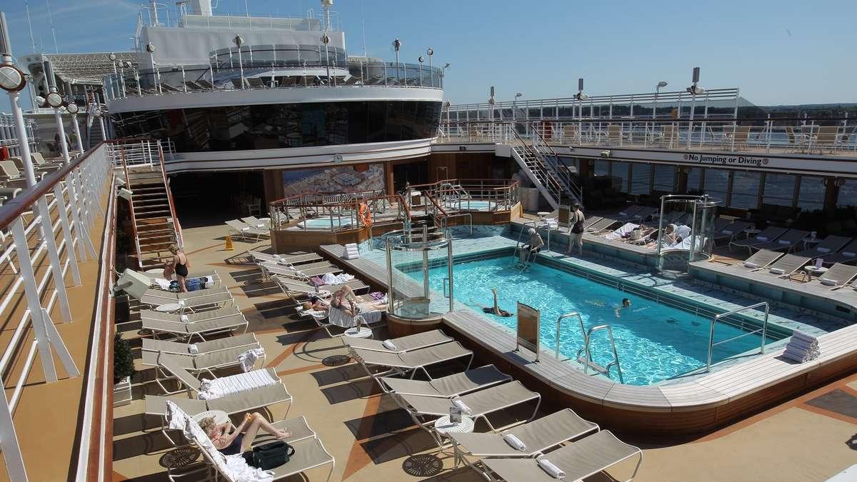 Es-gibt-eine-Sache-die-am-Pool-auf-dem-Kreuzfahrtschiff-streng-verboten-ist