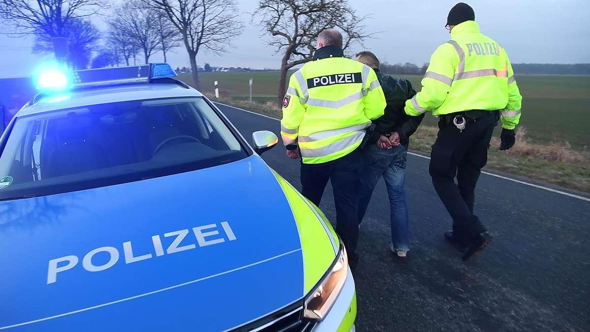 Mertingen/Bayern: 16-Jähriger flüchtet in Auto - Polizei lässt ihn davonkommen | Bayern - tz.de