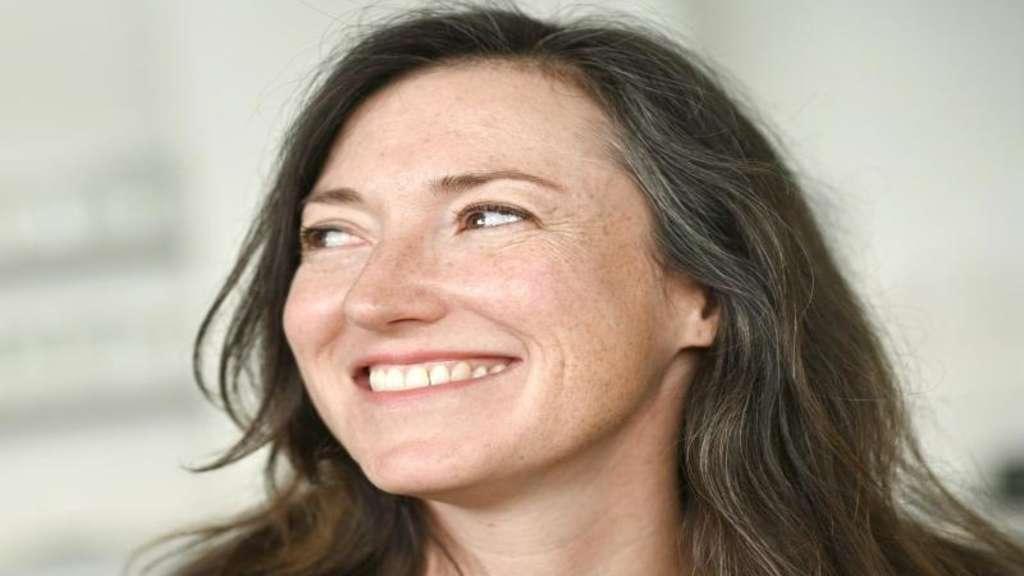 Wenn Frauen zu grauen Haaren stehen | Stars