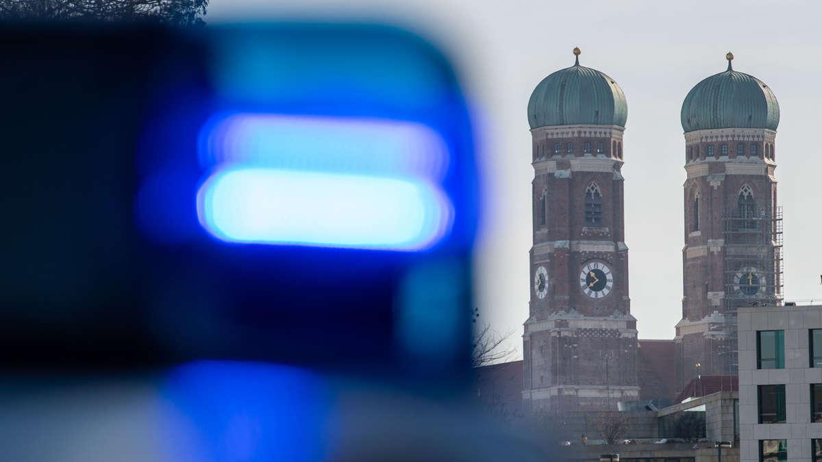 Münchner Polizei: Streit zwischen zwei Frauen eskaliert - Polizeipräsenz...