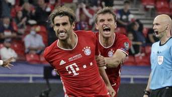 Müller crasht Interview von Martinez und verplappert Abschied des Bayern-Matchwinners