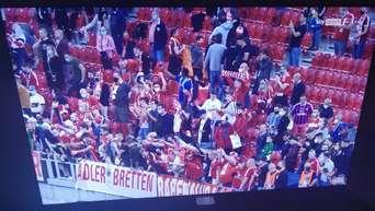 """Abstand? Maske? Fehlanzeige, UEFA! - Bilder aus Budapest machen fassungslos - """"Verheerendes Zeichen"""""""