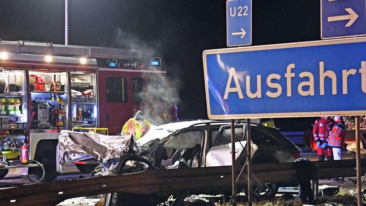 Fürchterlicher Unfall mit Geisterfahrer auf A99: Vier Menschen sterben in der Nacht - Polizei nennt Details