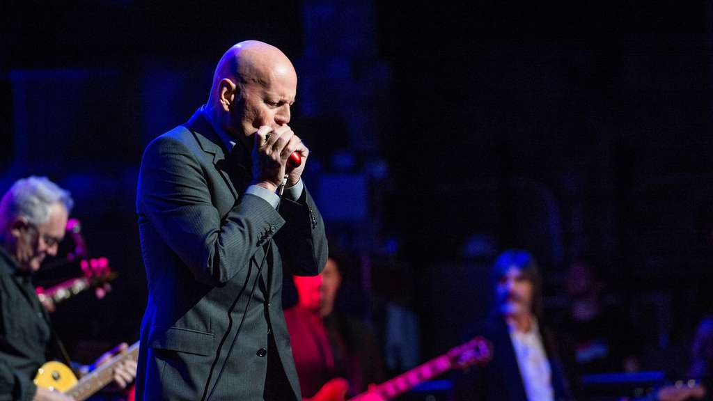"US-Schauspieler Bruce Willis performt im Beacon Theatre in New York auf dem Benefizkonzert ""Love Rocks NYC"""